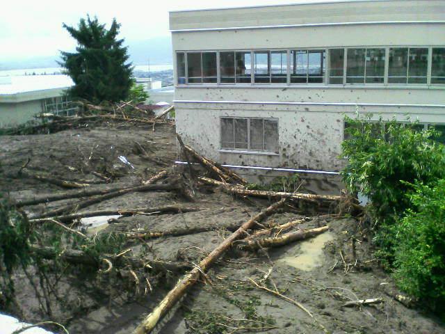 岡谷市のある小学校