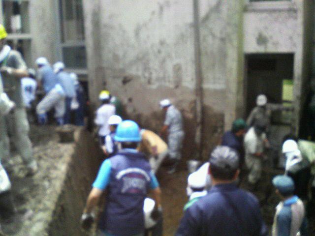上の原小学校泥出し作業